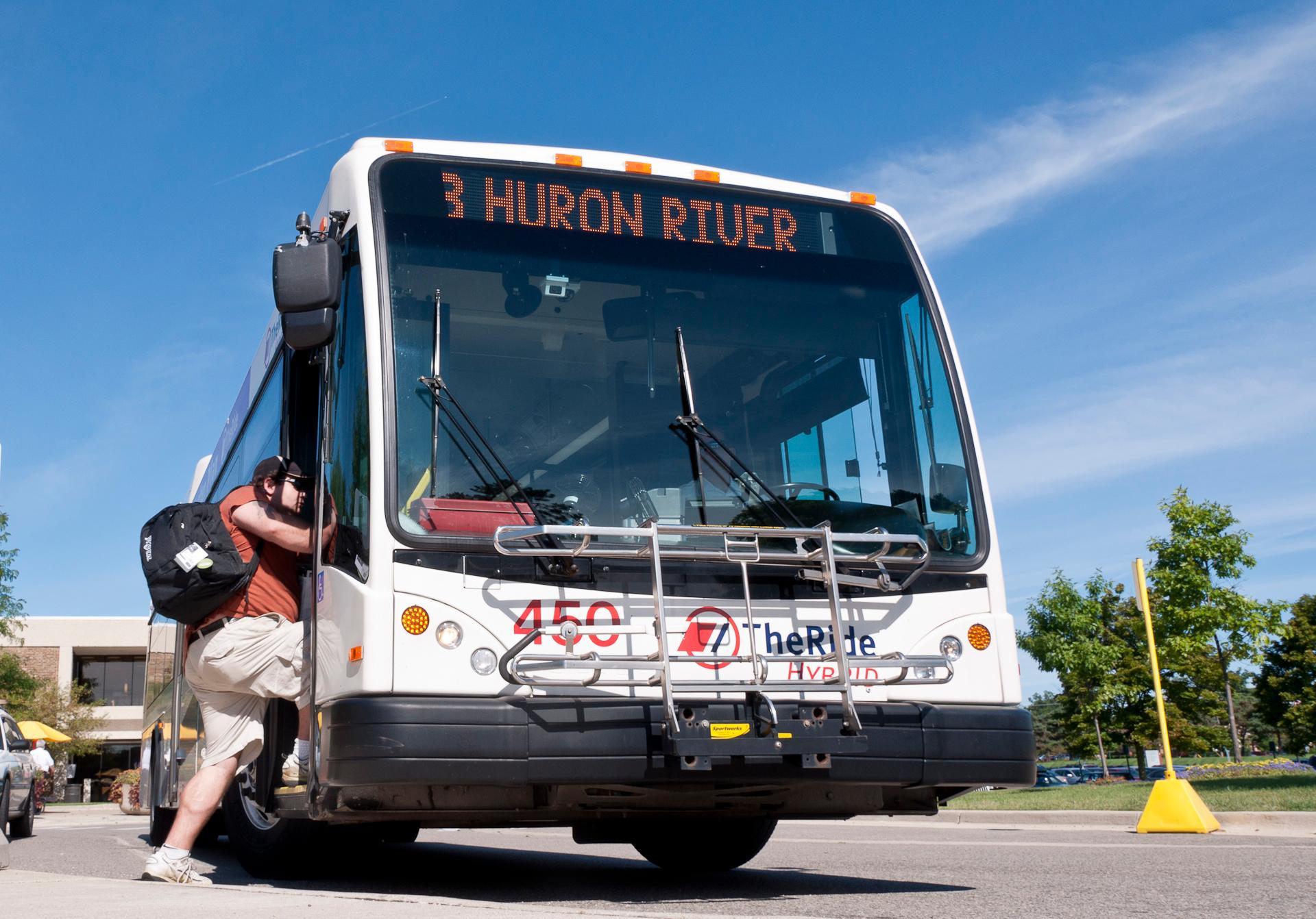 AATA hybrid bus (c) Robert Conradi 2011